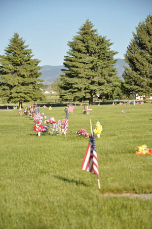 New section Flags and Flowers commemorate Memorial Day at Greenlawn