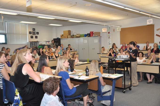 New teachers in class1 New teachers sit in class today