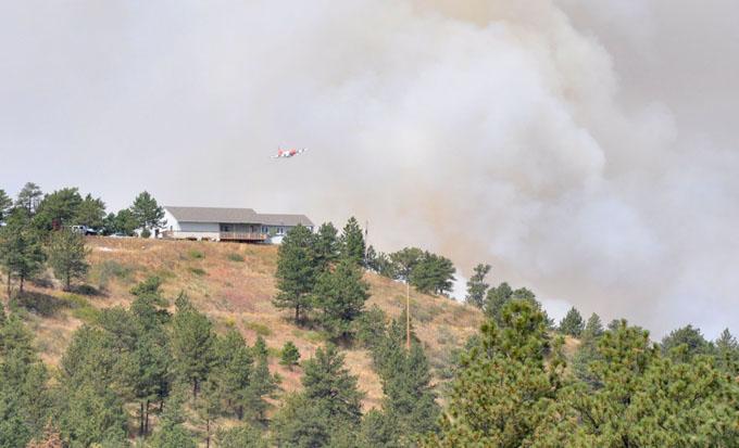 Borate bomber1 Major wild land fire at Flatiron Reservoir
