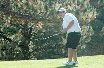 Monchak chip shot Berthoud Golf caps season in Estes Park