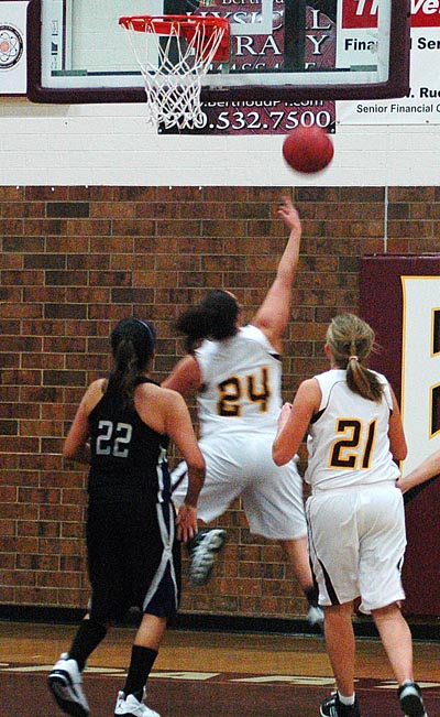 Wikere 10 Lady Spartans Drop Home Opener to Mountain View