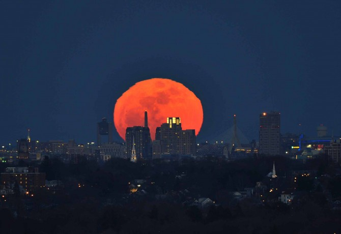 Moonrise2DdiC 670x460 Astronomy Picture of the Day