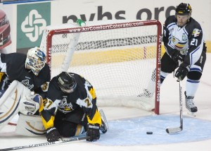Combs second goal 300x214 Combs Hat Trick leads Eagles to win in first ECHL home game
