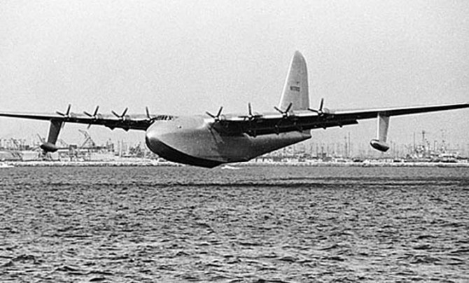 Spruce goose 670x404 On This Day, November 2, 1947