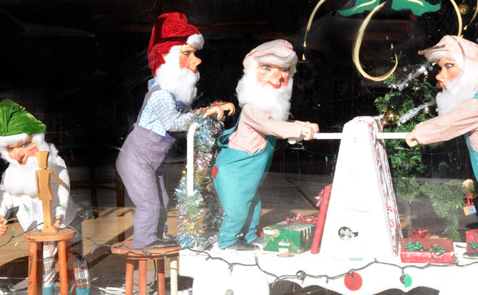 Elves IOOF holds Christmas party for Namaqua Kids